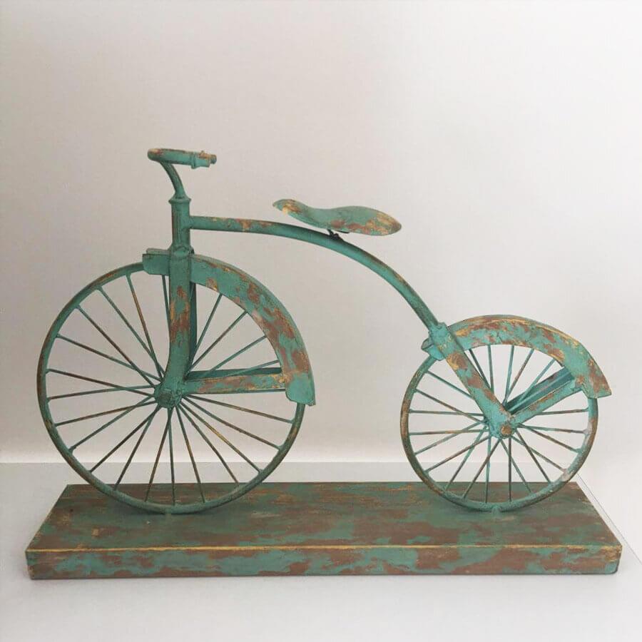 אופניים ממתכת בצבע טורקיז להום סטיילינג