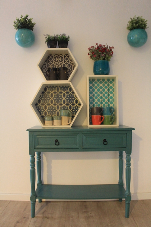 מרפסות יפות עיצוב מרפסת נישות עץ שידה ומתלה לעציציפ