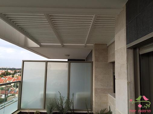 מרפסות יפות פרגולה ליצירת פרטיות במרפסת