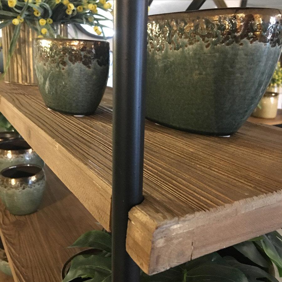 כוננית מדפים מעץ וברזל מהמממת ביופיה