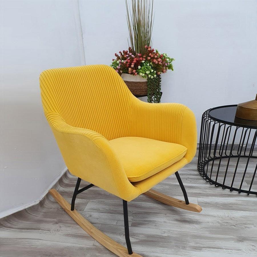 כורסאת נדנדה צהובה מטריפה לסלון או לחדר שינה מרפסות יפות
