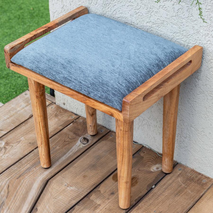 ספסל Star, ספסל עץ עם כרית אפורה