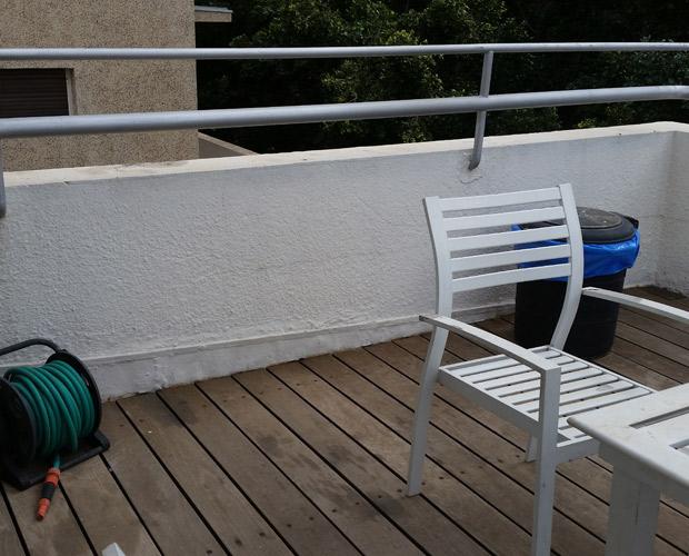 לפני תוספת הצמחיה במרפסת