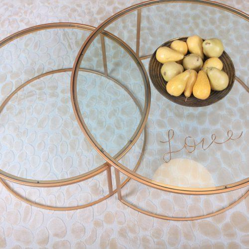 סט שולחנות עגולים מתכת מוזהב עם זכוכית