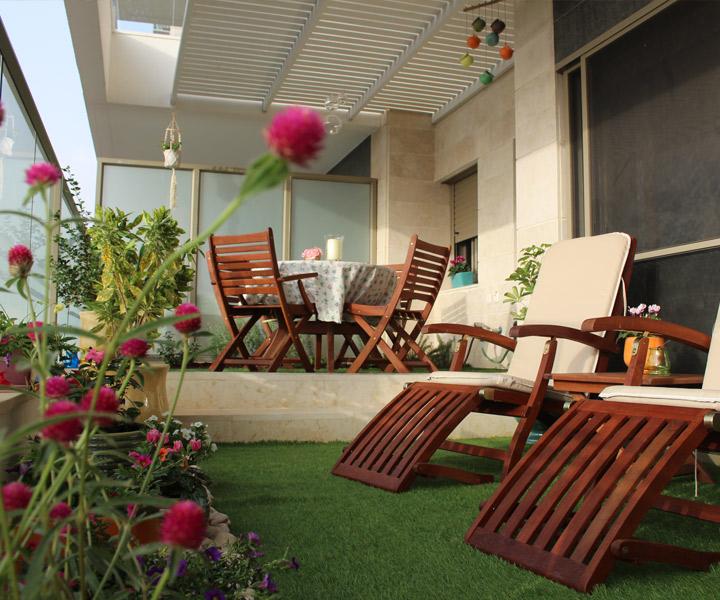 עיצוב מרפסת עם דשא סינטטי
