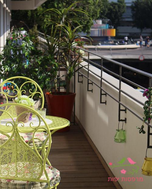 עיצוב מרפסת בתל אביב צמחיה מלאכותית