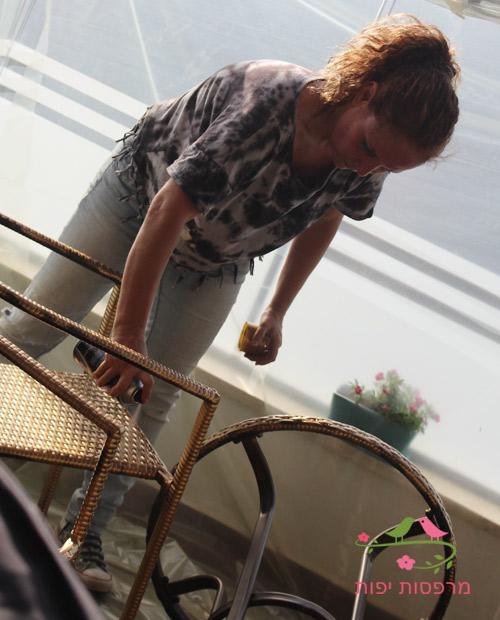 ענבר מעצבת מרפסות יפות מחדשת פינת ישיבה