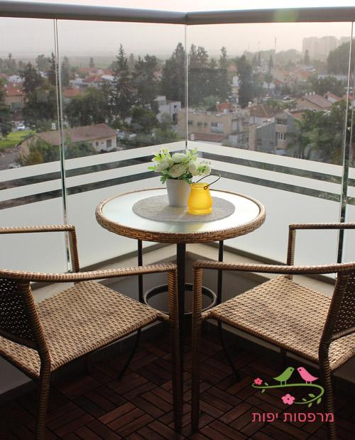 פינת ישיבה מחודשת לעישון במרפסת