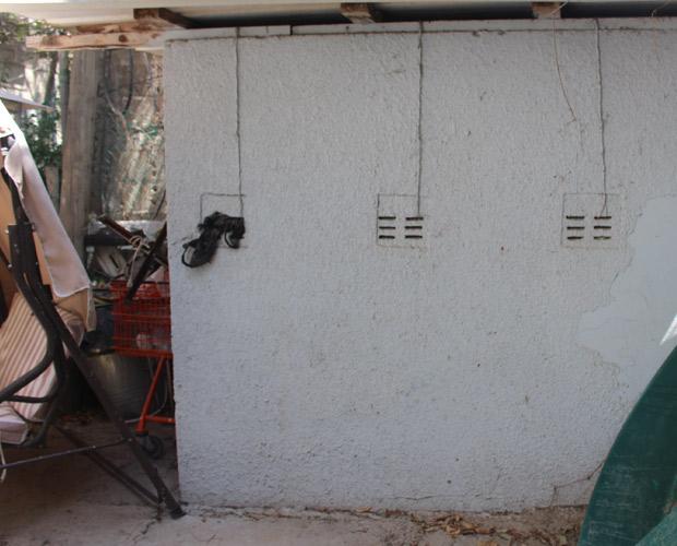 קיר מקלט חשוף לפני העיצוב