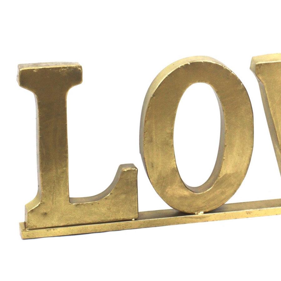 מעמד LOVE לעיצוב הבית והום סטיילינג