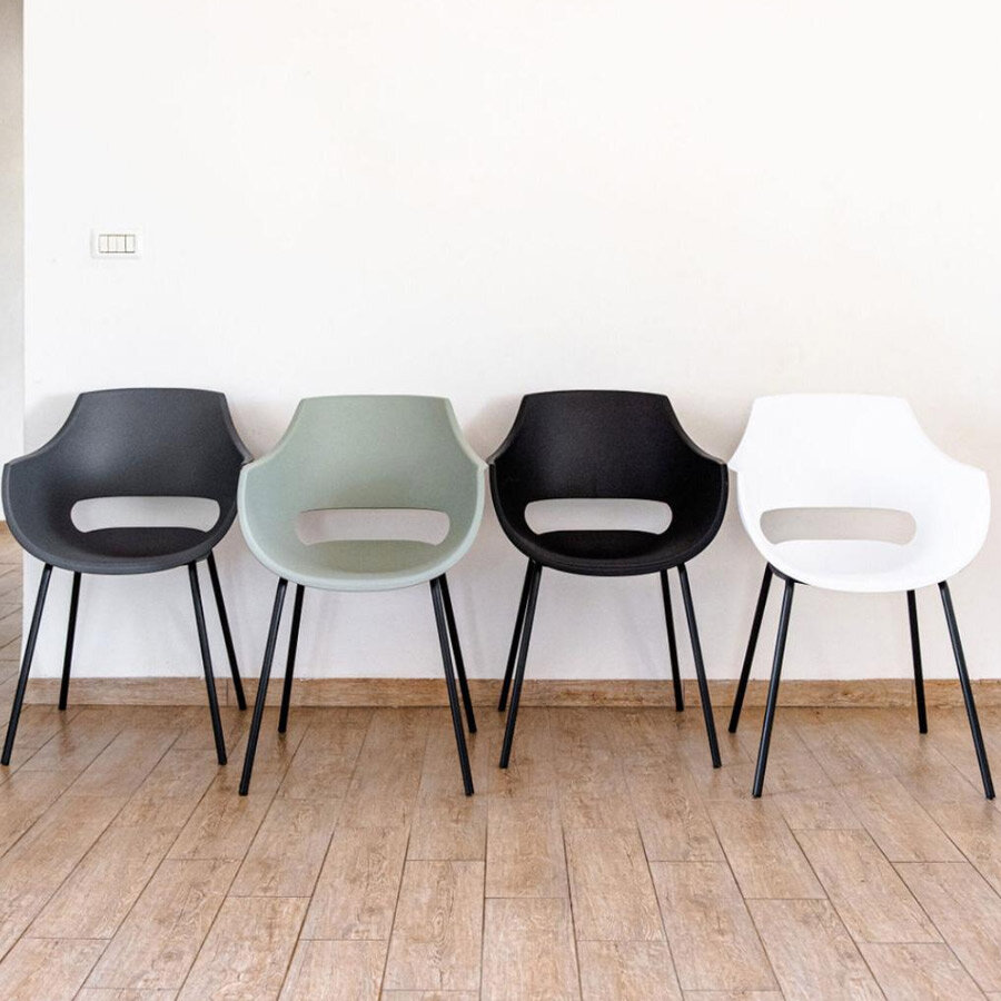 כסא פלסטיק סהר לפינת האוכל מרפסות יפות
