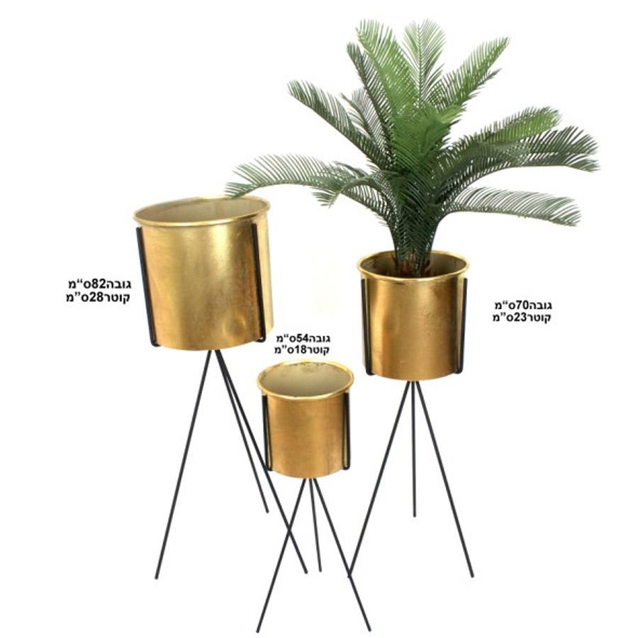 שלושה מעמדי עציצים מתכת בצבע זהב