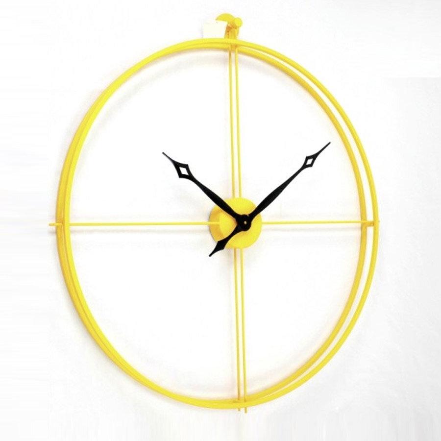 שעון קיר צהוב עשוי מתכת לעיצוב פנים