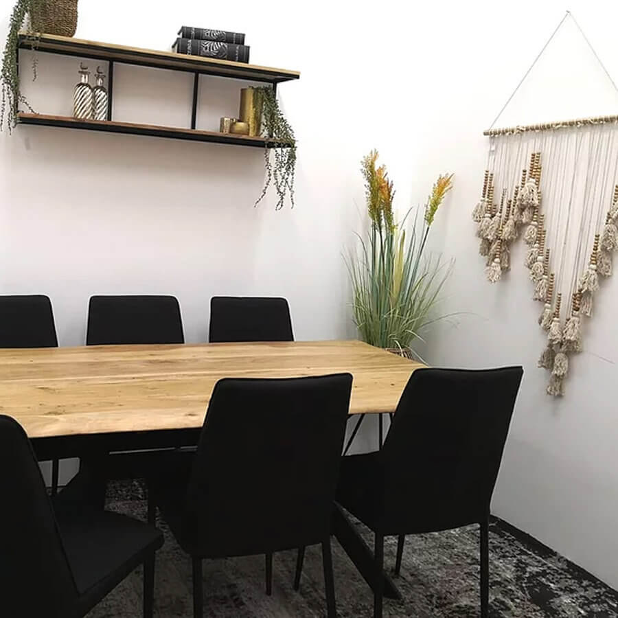 שולחן אוכל עשוי עץ מלא לרכישה במרפסות יפות